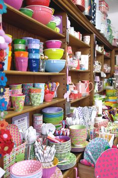 Love all these colorful dishes! Party World, Shop Fittings, Home Organisation, Store Interiors, English House, Küchen Design, Mode Design, Room Wall Decor, Cake Shop