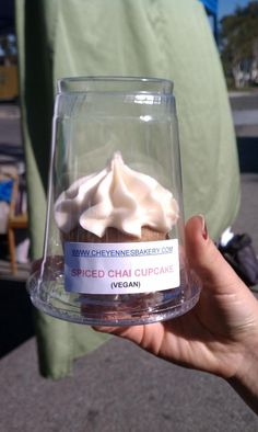 DIY cupcake container- upside down clear to-go cup with lid! Fancy Cupcakes, Vegan Cupcakes, Cupcake Packaging, Food Packaging, Porta Cupcake, Cupcake Container, Mini Tart Pans, Cupcake Cakes, Diy Cupcake
