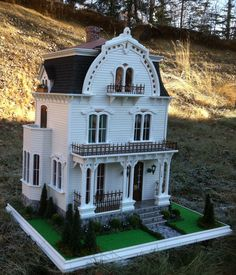 Judging from what I've read online, the Willowcrest dollhouse kit by Greenleaf has a pretty big fan club. I decided to see what other minia...