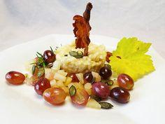 Köstliches Herbstrisotto mir Bergkäse, Trauben, Birnen und Kürbiskernen. - Die Speckstreifen sind nur optional. http://aus-meinem-kochtopf.de/herbstrisotto-mit-pfeffertrauben-birne-und-kuerbiskernen/