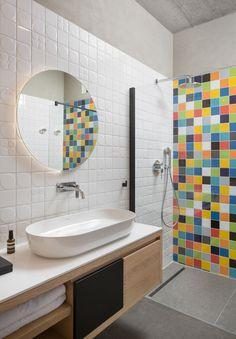 Puerto Luna Azul by Zeljko Buric « HomeAdore Eco Deco, Conservatory Kitchen, Bathroom Pictures, Tiny House Design, Amazing Bathrooms, Cheap Home Decor, Small Bathroom, Croatia, Mosaic