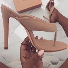 1120e5032 Aqui você pode personalizar o seu sapato. Escolha material, cor, altura de  salto