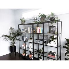 ALBA RAMOS 🇩🇴 sunkissalba - Obsessed with my matte black planter + stand from folloart Room Decor Bedroom, Interior Design Living Room, Living Room Designs, Living Room Decor, Interior Exterior, Room Inspiration, Design Inspiration, Vintage Home Decor, Cheap Home Decor