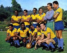 Período de treinos para a COPA DO MUNDO de 1962 em Las Salinas, no Chile: Djalma Santos, ZITO, Zózimo, Altair, Castilho e Mauro (em pé). Garrincha, Didi, Pelé, Vavá e Zagallo (agachados)