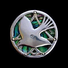 MOGENS BALLIN (1871-1914) A silver brooch of a dove set against an abalone background. Denmark. Circa 1903. Marked 'BALLIN', 'MB' and '826S' . Size: Diameter 3.2 cm