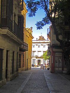 Calle Consistorio.Al fondo plaza de la Asunción