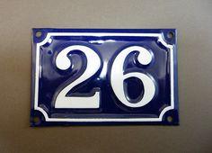 Plaque émaillée bleue 26, Numéro de rue France de 1 à 216, plaque de porte d'entrée, plaque ancienne de rue, ambiance parisienne de la boutique sofrenchvintage sur Etsy