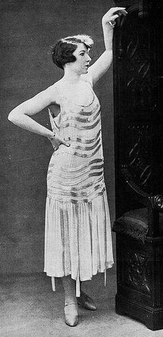Les Modes (Paris) July 1925 robe de diner par Jeanne Lanvin