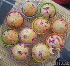 Recept na jednoduché a rychlé muffiny. Muffins, Cupcakes, Treats, Breakfast, Sweet, Ring Cake, Sweet Like Candy, Morning Coffee, Candy