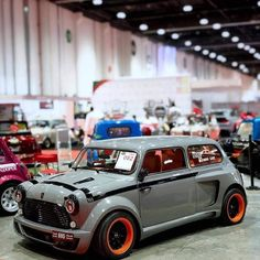 Amazing Minis In custom show UAE.club : Amazing Minis In custom show UAE. - : Amazing Minis In custom show UAE. Mini Cooper Classic, Mini Cooper S, Classic Mini, Classic Cars, Mini Morris, Rougue One, Austin Mini, Bmw R100, Jaguar E Typ