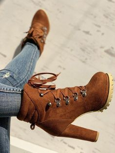Timberland Stiefel Outfit, High Heel Boots, High Heels, Shoes Boots Combat, Steel Boots, Girls Rain Boots, Boots For Short Women, Short Boots, Boots Women