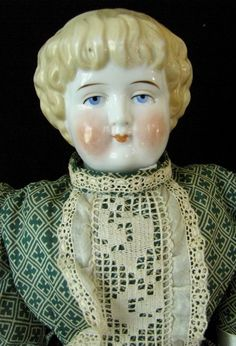 "22"" ANTIQUE BLONDE CHINA HEAD DOLL ""7"", W/BANGS & NICE DRESS, 1880"