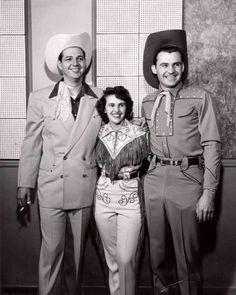 Hank Thompson, Wanda Jackson and Billy Gray, 1954 Old Country Music, Country Music Artists, Country Blue, Country Music Stars, Country Singers, Vintage Country, Vintage Cowgirl, Vintage Photos, Retro Vintage