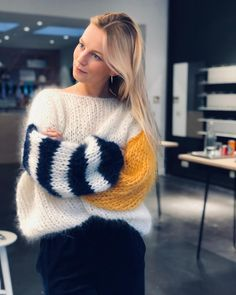 Say hello to the sleeves💙💛 Sweater Knitting Patterns, Knitting Designs, Baby Knitting, Mode Ootd, Mohair Sweater, Cotton Cardigan, Winter Sweaters, Women's Sweaters, Knit Fashion