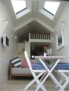 1000 images about beach huts and sheds on pinterest for Beach hut interiors
