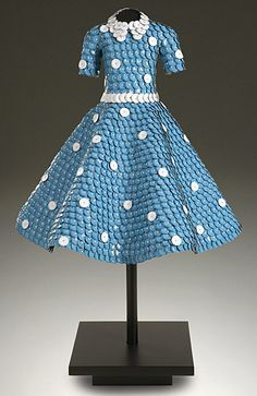 John Petrey ~  Doris Day  53 x36 x36  | Dress sculpture & Papiere de Couture