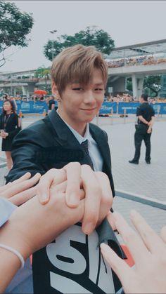 Kang Daniel 💙 o el benim olabilrdi sad Daniel K, Prince Daniel, Kim Jaehwan, 3 In One, Kpop, Good Looking Men, Boyfriend Material, Aesthetic Pictures, K Idols