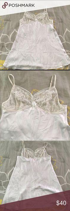 Oscar de la renta slip dress Authentic Oscar de la renta white slip dress! Nightgown! Super cute and good used condition! 🌺 open to offers 🌺 Oscar de la Renta Dresses