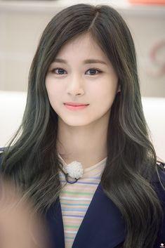 Twice - Tzuyu Kpop Girl Groups, Korean Girl Groups, Kpop Girls, Nayeon, Korean Beauty, Asian Beauty, Twice Tzuyu, Chou Tzu Yu, Dahyun
