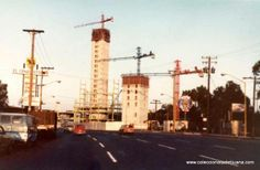 Las torres de agua caliente en proceso de construcción.