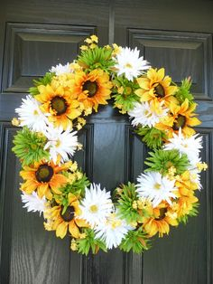 Sunflowers and Daisies.this would be a great spring/summer wreath Deco Mesh Wreaths, Holiday Wreaths, Door Wreaths, Wreath Crafts, Diy Wreath, Sunflowers And Daisies, Sunflower Wreaths, Sunflower Crafts, Cemetery Flowers