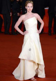 Jennifer Lawrence con vestido strapless en color vainilla de Dior Otoño 2013 Couture.