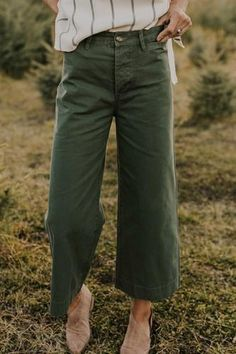 The Chesney Pant Wide Pants Outfit, Green Pants Outfit, Casual Outfits, Fashion Outfits, Womens Fashion, Fashion Styles, 90s Fashion, Fashion Ideas, Fashion Tips