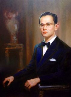 King of Thailand. His Majesty King Bhumibol Adulyadej, has reigned since 9 June 1946, making him the world's longest reigning current monarch. Most of the King's powers are exercised by his elected government in accordance with the current constitution. The King still retains many powers such as: being head of the Royal Thai Armed Forces, the prerogative of royal assent and the power of pardon. He is also the defender of the Buddhist faith in Thailand. http://www.islandinfokohsamui.com/