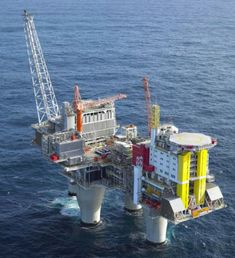 The Troll A platform is an offshore natural gas platform in the Troll gas field off the west coast of Norway. Drilling Rig, Drilling Machine, Oil Rig Jobs, Petroleum Engineering, Marine Engineering, Oil Industry, Crude Oil, Tug Boats, Gulf Of Mexico