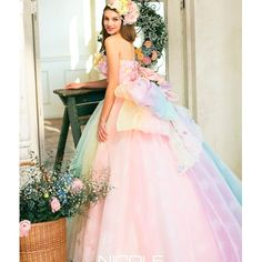 Wedding Costume HIROTA●HIROTAグループ彦根店限定☆ ニコル 会場を華やかに♪ トレンドのレインボーカラー|ウエディングドレスを探す|ゼクシィ