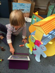 Using iPads in Art Therapy : Colors of Play Therapy Tools, Play Therapy, Digital Media, Digital Art, What Is Art Therapy, Art Teachers, Kids Mental Health, Sensory Integration, Art Therapy Activities