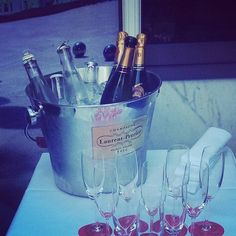 Champagne's on ice let's go with some @champagnelpuk to start