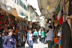 San Lorenzo Market is one of the best shopping spots in Florence, Italy. Get other ideas on where to go in Florence for shopping: http://www.georama.com/blog/best-shopping-in-florence/ #travel #tips