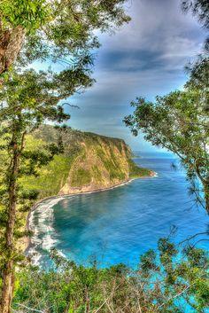 Waipio Valley Inlet Black Sand Beach, Island of Hawaii | ©Russell Gilbert
