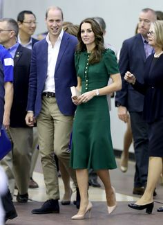 KELOWNA, BC - SEPTEMBER 27: Prince William, Duke of Cambridge and Catherine Duchess of Cambridge visit Kelowna University during their Royal Tour of Canada on September 27, 2016 in Kelowna, Canada. Prince William, Duke of Cambridge, Catherine, Duchess of Cambridge, Prince George and Princess Charlotte are visiting Canada as part of an eight day visit to the country taking in areas such as Bella Bella, Whitehorse and Kelowna. (Photo by Chris Jackson/Getty Images) via @AOL_Lifestyle Read…
