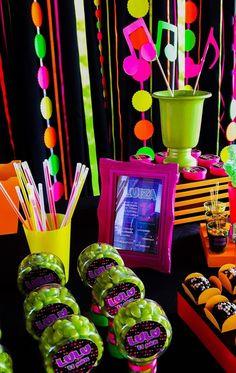 Se você estiver planejando festa anos 50, 60, 70 e 80, confira as inspirações para sua comemoração ser um sucesso e agradar em cheio aos convidados!