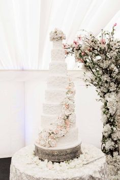 Our award-winning luxury wedding cakes are handcrafted from Elizabeth's London workshop and are embellished with stunning edible jewellery.