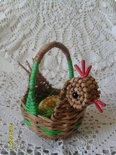 Поделка изделие Пасха Плетение Курочки мини +крашенки к Пасхе Бумага газетная фото 4