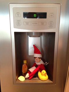 Learn some easy and creative Christmas ideas for kids with funny Elf on the Shelf ideas! You can buy your elf on the shelf online for really cheap then just fol Christmas Elf, Christmas Humor, Christmas Crafts, Christmas Ideas, Holiday Fun, Funny Christmas Decorations, Snowman Crafts, Christmas Fashion, Woody Und Buzz
