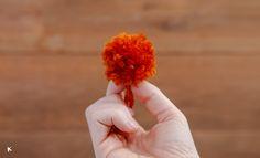 Cómo hacer pompones de lana paso a paso con nuestro DIY Kit de pompones | conkansei.com