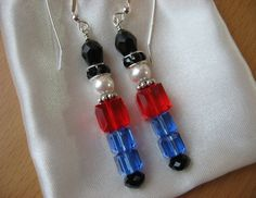 Nutcracker Earrings, Toy Soldier Earrings, Christmas Earrings, Nola could have made these. Bead Crafts, Jewelry Crafts, Jewelry Ideas, Beaded Jewelry, Handmade Jewelry, Do It Yourself Jewelry, Christmas Earrings, Diy Xmas Earrings, Christmas Jewelry