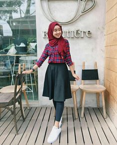 Discover recipes, home ideas, style inspiration and other ideas to try. Modern Hijab Fashion, Street Hijab Fashion, Hijab Fashion Inspiration, Muslim Fashion, Ootd Fashion, Korean Fashion, Fashion Outfits, Casual Hijab Outfit, Ootd Hijab