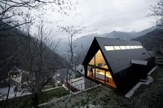 Extraordinary House Design with Extraordinary Views of Pyrenees modern mountain home Residential Architecture, Amazing Architecture, Interior Architecture, Black Architecture, Spanish Architecture, Design Exterior, A Frame House, Design Case, Shape Design