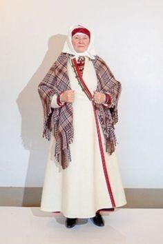 Long coat from Setumaa, South Estonia  Eesti Rahvarõivad > Setu naine. http://www.rahvaroivad.folkart.ee/rahvaroivad/louna-eesti/setumaa/setu-naine