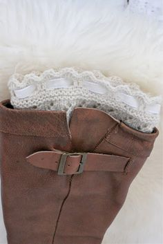 free pattern for boot toppers! Crochet Slipper Boots, Crochet Boot Cuffs, Crochet Leg Warmers, Knit Boots, Knitted Slippers, Knit Or Crochet, Crochet Scarves, Knitting Socks, How To Purl Knit