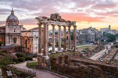 Freie Sicht auf das Forum Romanum: Im Herbst sind zwischen den Säulen nur vereinzelte Touristengruppen unterwegs