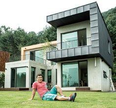 1억으로 완성한 '달인' 김병만의 꿈과 삶이 담긴 집 매번 새로운 정글에서의 집 짓기를 통해 '집 짓기 달인'이 된 김병만. 그가 정글이 아닌 경기도 가평에서 설계부터 완공까지 직접 참여한 집 짓기에 도전했다. 사랑하는 이들과 함께 살고 싶은 집에 대한 진지한 고민 끝에 완성된 예쁜 이층집.. Modern House Plans, Simple House, Architecture Details, My Dream Home, Home Deco, Home Projects, Luxury Homes, Building A House, New Homes
