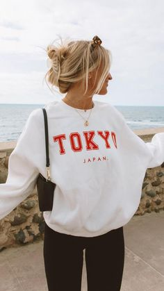Cold Beach Outfit, Fall Beach Outfits, Lazy Fall Outfits, Outfits For Teens, Girl Outfits, Summer Outfits Women, Really Cute Outfits, Cute Comfy Outfits, Lange T-shirts