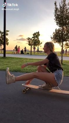 Film Aesthetic, Summer Aesthetic, Summer Feeling, Summer Vibes, Skater Kid, Crazy Things To Do With Friends, Girl Advice, Skate Girl, Gymnastics Workout