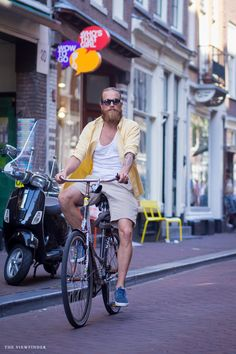 beard biker amsterdam street style | ©THE VIEWFINDER